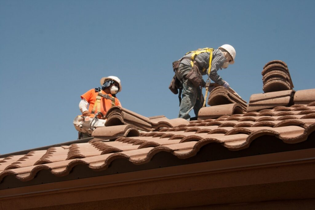 File:Roofing workers fall prevention (9253637735).jpg - Wikimedia ...